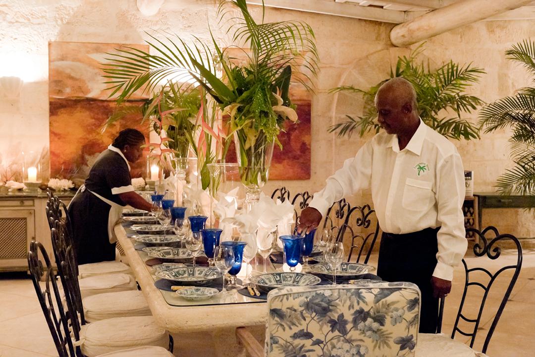 Rüyada Aileye Yemek İçecek Masası Kurmak Hazırlamak